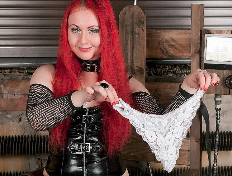 strict mistress on webcam, ready for her pantie worshippers in domination chat